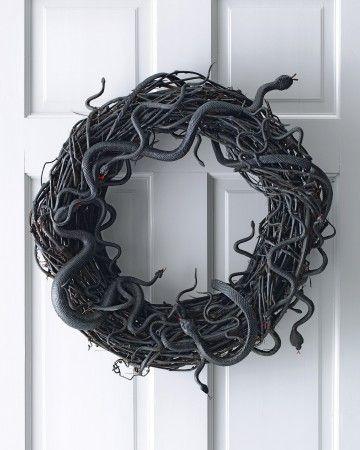 http://www.landeeseelandeedo.com/2012/10/halloween-ribbon-wreath.html